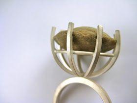 """Una piedra irregular puede ser difícil de engastar. Maria Sais Fluvià ha encontrado numulitas (fósiles llamados también """"pequeñas monedas"""")..."""