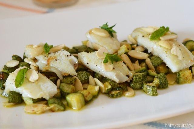 Filetti di platessa con zucchine. Scopri la ricetta: http://www.misya.info/2012/07/25/filetti-di-platessa-con-zucchine.htm