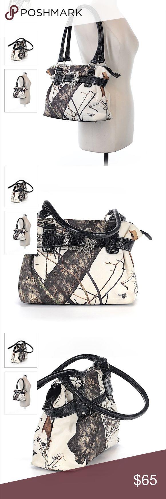 Camo purse Never used camo purse Camo Bags Shoulder Bags