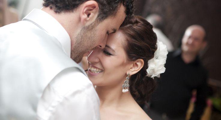 Aşkın Romantik Adımlarını Atın! Bachata Düğün Dansı Dünyanın en romantik ve tutkulu danslarından biri olan Bachata düğün dansı sayesinde eşinizle aranızdaki sevgiyi konuklarınıza sergilemek istiyorsanız sitemizi ziyaret edebilirsiniz. http://www.dugundansi.com.tr/dugun-danslari/bachata-dans-kursu/  #bachatadüğündansı #bachatadüğündanskursu #düğündansı