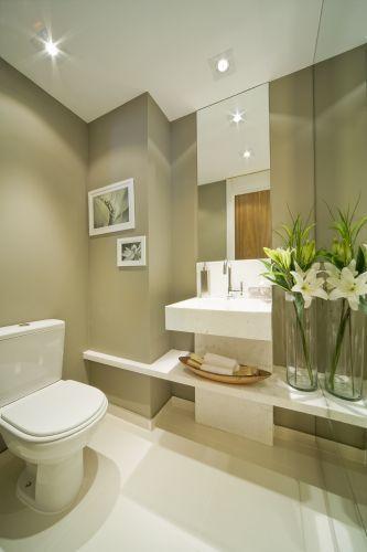 A arquiteta Fernanda Marques projetou o lavabo em 1,69 m². Entre os materiais escolhidos, estão a torneira de lavatório Fabrimar