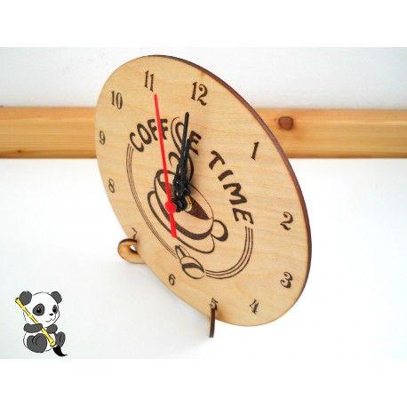 Ha nem szeretnél szöget ütni a falba, kérj órát asztali fa tartó állványon