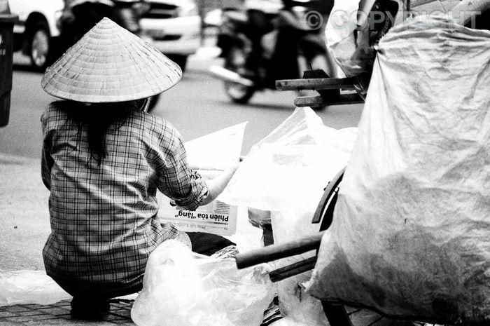 Roadside News - Saigon