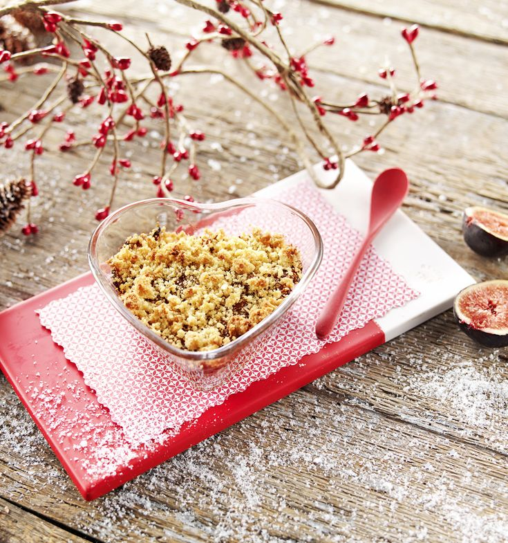 """Une recette pour dire """"Je t'aime"""" à Bébé le jour de la Saint-Valentin! Crumble aux figues pour bébé dès 12 mois. Une recette pour développer les papilles de bébé! #recettebébé #12mois #saintvalentin"""