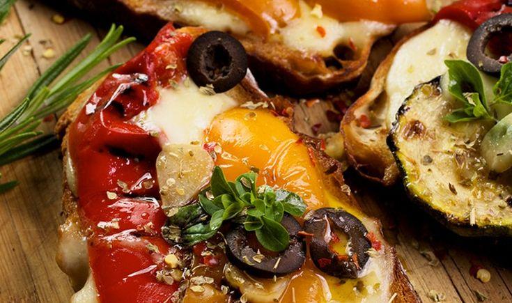 ArtTable | Μπρουσκέτες με ψητά λαχανικά και μοτσαρέλα
