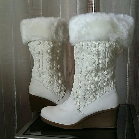 Off white winter boots Gorgeous. Have original box . Relatives give me them for Christmas gift. Love this is boots, but little tight for me . Shoes Winter & Rain Boots
