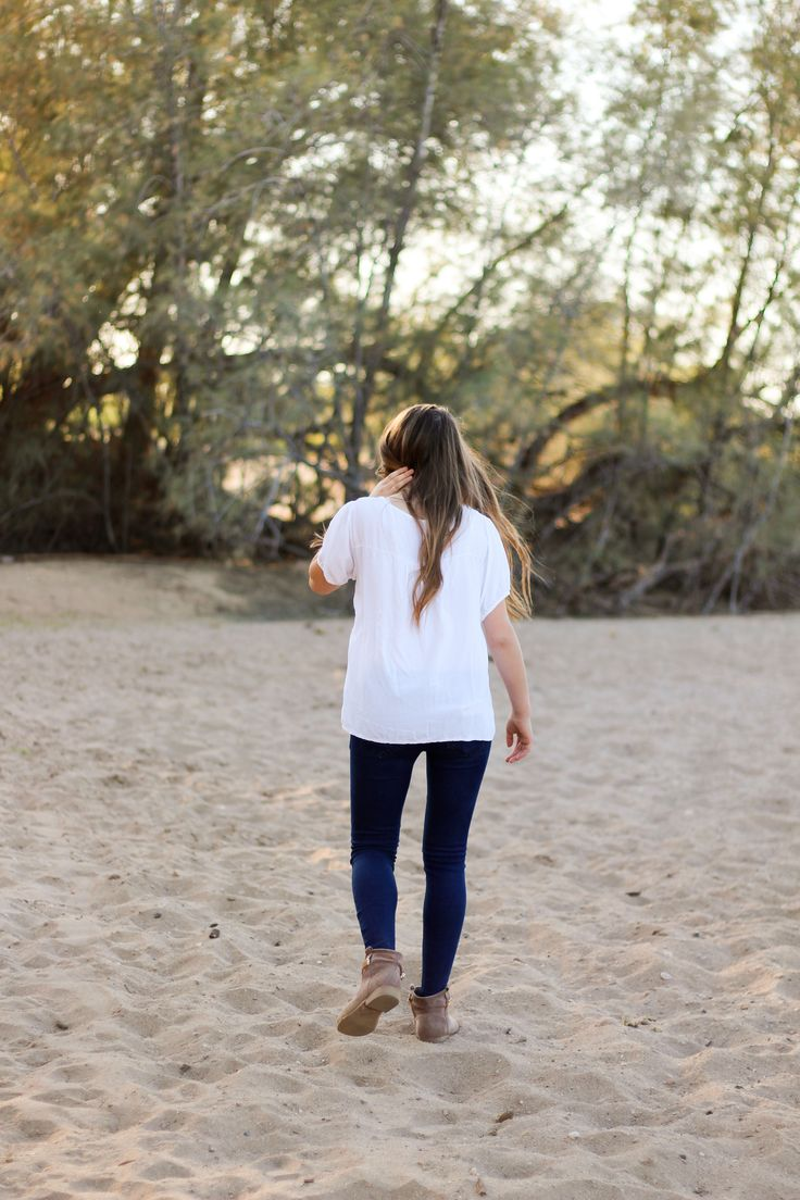 Instagram: @kameecox Facebook: Kphotography & Virtual Assisting  #photography #photo #photog #lightroom #kphotography #girls #seniorportraits #seniorsessions #highschool #highschoolsenior #skyline #mesa #AZ #arizona #sand #lighting