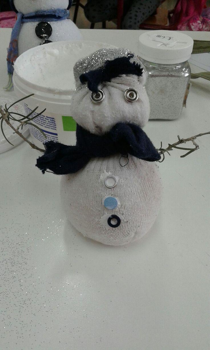 χιονάνθρωπος απο κάλτσα με ρύζι κουμπιά