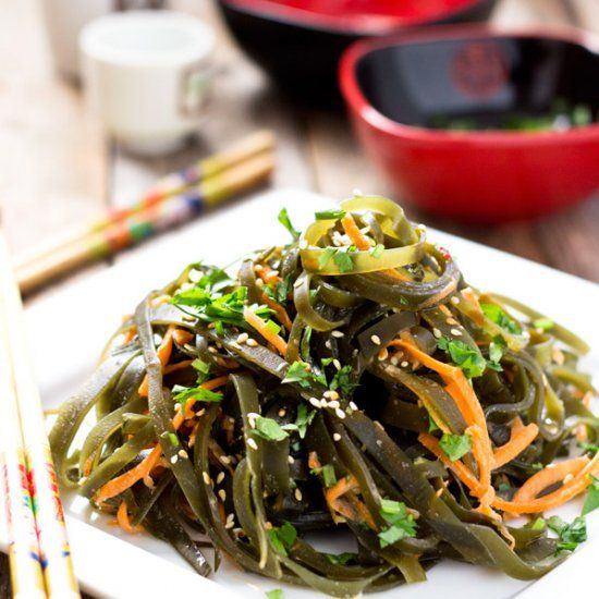This low-calorie, crunchy seaweed salad is appetizing, refreshing, and healthy.