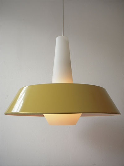 ♥  this fifties lamp from Philips: white opal glass cone with mustard color metal shade.