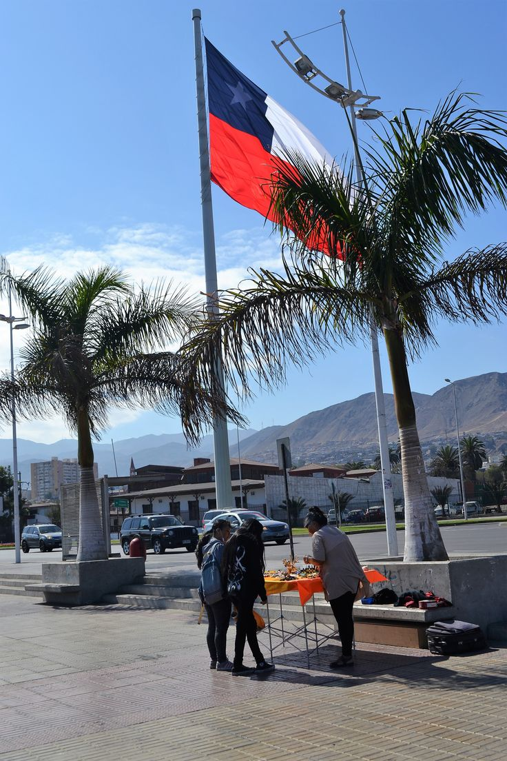 Bandeira chilena em uma rua de Antofagasta, cidade ao norte do Chile.