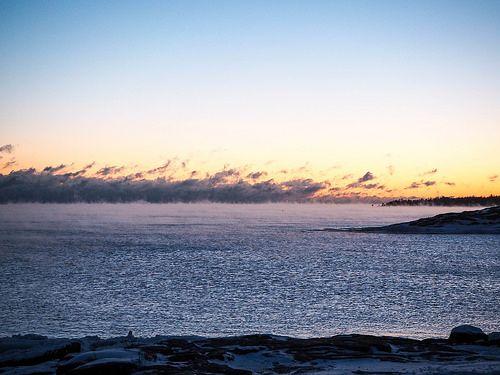 P1050748.jpgMerisumuSeafogHelsinkiFinlanduunisaari,P1050735.jpgUunisaariHelsinkiSUomi, finland, suomi, helsinki tips, visit helsinki, travel, matkat, ideat, vinkit, ideas, saari, island, winter, talvi, luonto, nature, pakkanen, freezing, snow, lumi, visit finland, kävellen uunisaareen talvella, walking to uunisaarin in winter, wintertime, talviaikaan, silta, bridge, meri usva, sumu, höyry, auringonlasku, sunset, ilta, evening, beautiful, kaunis, maisema, view,