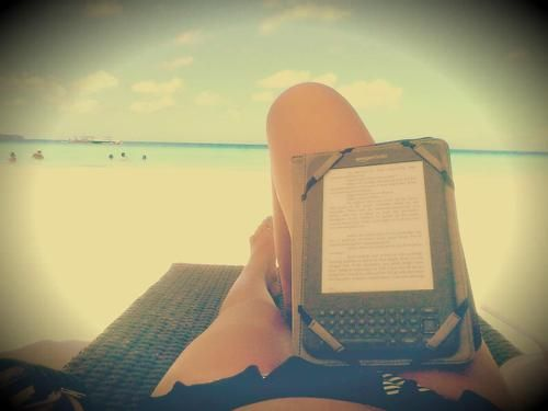 Kindle and the beach.  Asterisk in mind. http://www.asteriskedizioni.it/products-page/