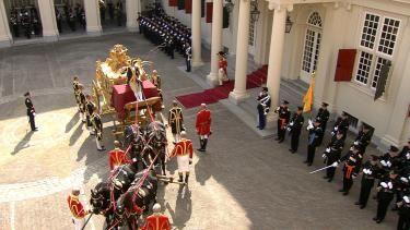 Daarna gaan zij op weg naar de Ridderzaal waar koning Willem-Alexander de Troonrede zal voorlezen.