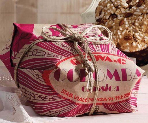 G. Cova columbina av surdegsbröd, med kanderad apelsin, sockerkristyr som täcke och dekorerad med krispig mandel. Läs mer om italienska G. Covas fantastiska kreationer här: http://beriksson.net/vara-varumarken/g-cova-milano  #G.Cova #columbina #italien #Beriksson