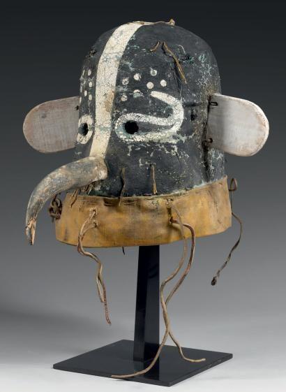 Masque de Kachina COLIBRI Hopi, Arizona, Usa Toile de coton, feutre, pigments naturels, bois et cuir. Circa 1920