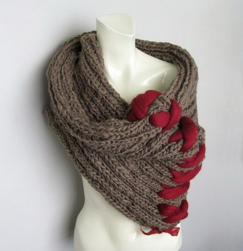 Flexi Cowl (crochet pattern for a neck warmer) | Hook and Needles