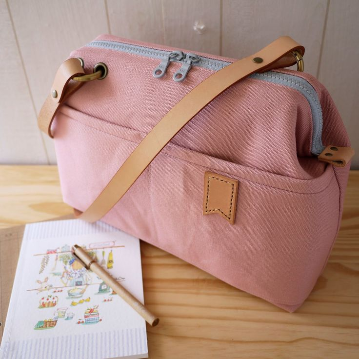 artchala handmade: Japanese No.8 Canvas Medium Frame Bag Little Flag :: Gray Pink
