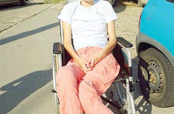 Cântăreața Anamaria German Vergu (23 ani) a rămas paralizată, în urma unui nefericit accident de mașină, petrecut în mai 2013. Cei care doresc să o ajute pot face donații de 2 euro printr-un simplu sms la 8832 (mesajul să conțină cuvântul ANA sau poate să fie gol), iar pentru donații mai mari, în contul: RO49CARP 027200876171RO1.