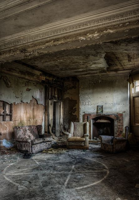 The abandoned Steep House, aka Potter's Manor in Sussex, Crowborough, UK. Nice little pentagram on the floor...