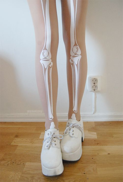 Transparent skeleton tights, brand new in original packaging. The material is thicker than the material of the basic tattoo tights, which means they are much more long-lasting. Size: Onesize.
