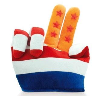 De collectie van 101 relatiegeschenken biedt fraai vormgegeven relatiegeschenken met een sfeervolle afbeelding van Koningin Beatrix, Koning Willem-Alexander of Koningin Máxima. Daarnaast is er nog ruimte voor een personalisatie van het artikel, door middel van uw logo.