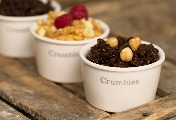 Crumbles: irresistible tasty crumbs with cocoa and honey short crust pastry, tempered with gelato and stuffing.