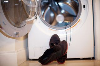 How to Wash Sneakers in a Washing Machine (7 Steps) | eHow