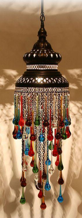 Lámpara turca con caireles ... bellísima.                                                                                                                                                                                 Más