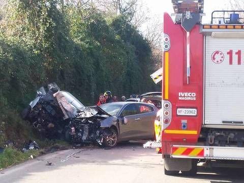 Schianto tra due auto: un morto sul colpo e un ferito gravissimo