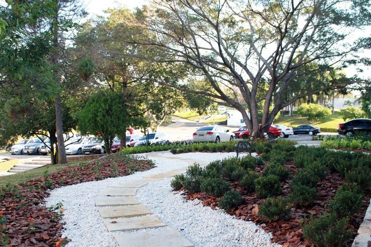 Novos espaços de descanso e lazer aos estudantes, este localizado nos fundos do Prédio 1.