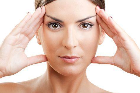 Opstrammende Ansigts maske. Opskrift på en ansigtsmaske der både løfter og strammer huden i ansigtet og på halsen. Hjemmelavet og effektiv opstrammende ansigts-maske