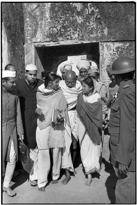 Delhi. 1948. GANDHI leaving Meherauli, a Moslem shrine. This is one of the last appearances between end of his fast and his death. Gandhi no sooner had helped to liberate India then he continued the greater task of uniting Hindu and Muslim.