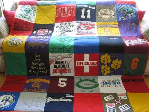 Tshirt quilt ideaCrafts Ideas, Tshirt Quilt, Quilt Ideas, Sports Shirts, Old Shirts, Running Shirts, T Shirts Quilt, Tees Shirts Quilt, High Schools