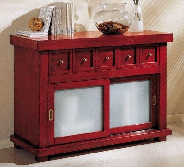 Credenza in stile etnico - Vecchia credenza colorata di rosso.