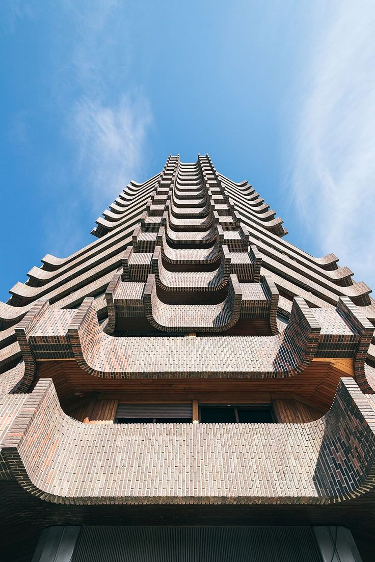 brutalist building in Valencia  #arhitecture #brutalist #brutalism #brutal_architecture #architecturelovers #architecturephotography #spain #valencia #modernism