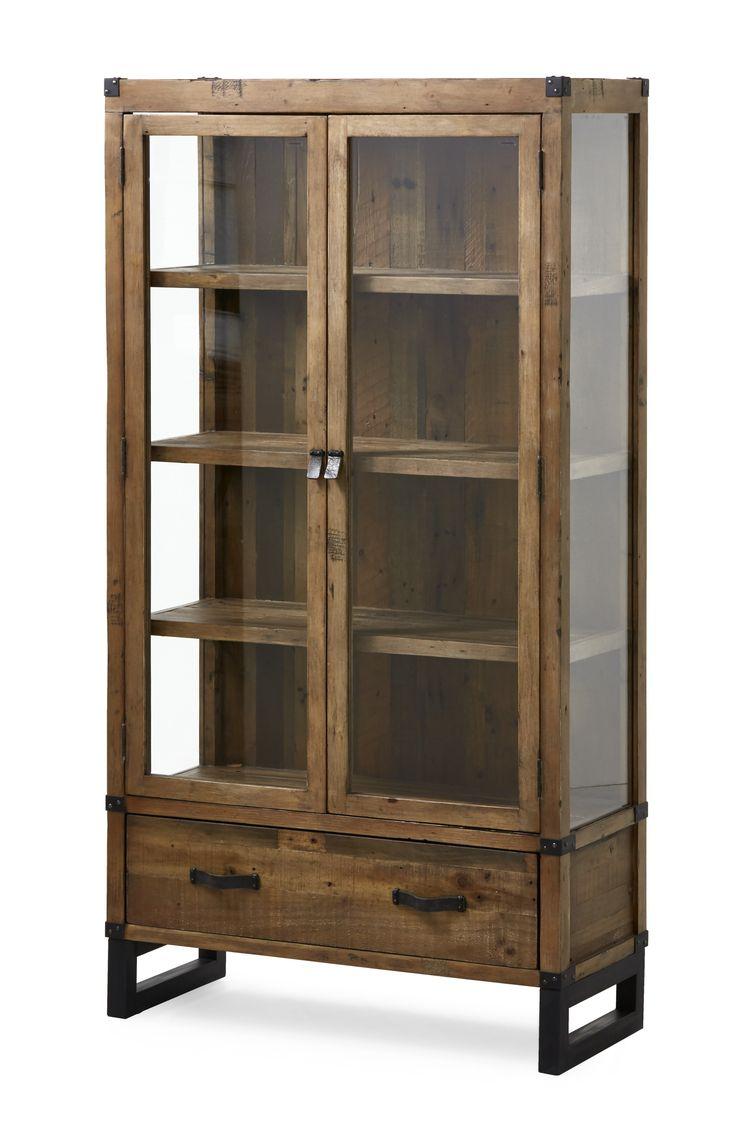 Woodenforge, 6995,är ett rustikt vitrinskåp med industriell känsla Det har dörrar och