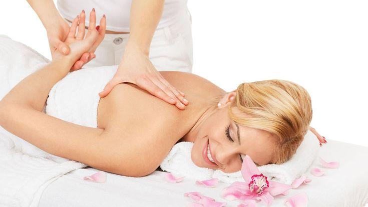 El masaje y la quiropráctica van de la mano para mejorar la salud y el bienestar general del paciente mientras se reduce la necesidad de cirugía y otros tipos de tratamiento convencional. El quiromasaje es la manipulación de los músculos y tejidos del cuerpo mediante movimientos suaves y len...