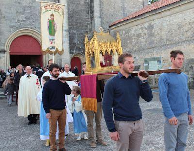 Nicole Bertin Infos: Saintes : la procession des reliques de Saint-Eutr...