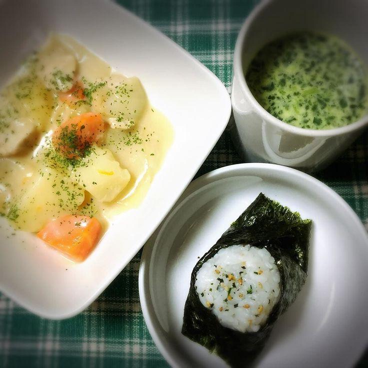 #OnigiriAction #ばんごはん #てづくり #おにぎり #ほうれん草スープ #シチュー #instafood #チキン #野菜たっぷり #じゃがいも #にんじん #たまねぎ