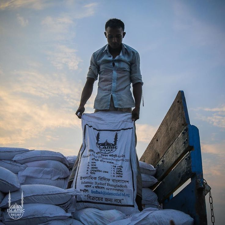 An Islamic Relief staff member takes out a #Ramadan food package out of a truck in #Bangladesh. These packages were distributed in the month of #Ramadan to people in need. http://ift.tt/2tMSX2l