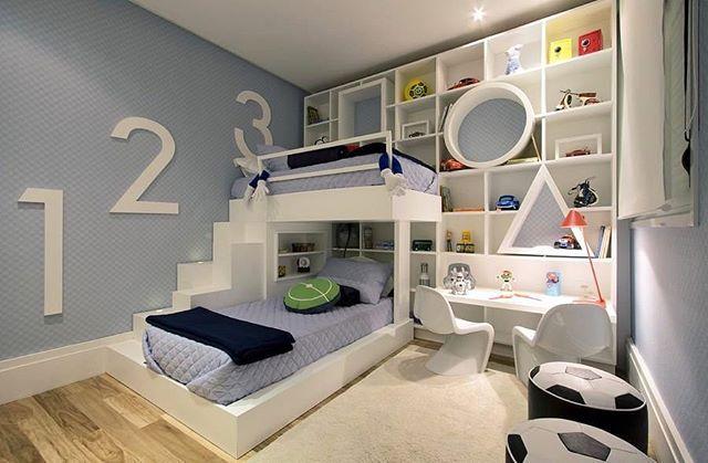 Que demais esse quarto para dois irmãos 💙👬 Com uma cama elevada pra aproveitar o espaço livre do quarto 🛌✨💡 Demais 😍😍 *autor desconhecido* #inspiration #bedroomdecor #bedroom #quarto #quartodemenino #design #designer #designdeinteriores #decor #decoration #decoracao  #interiordesign #interior #interiores #archdaily #archdesign #archdecor #ambiente #inspiração #homedecor #homedesign #homedecoration #conforto #instadesign #instadecor #instahouse #photooftheday #instacool