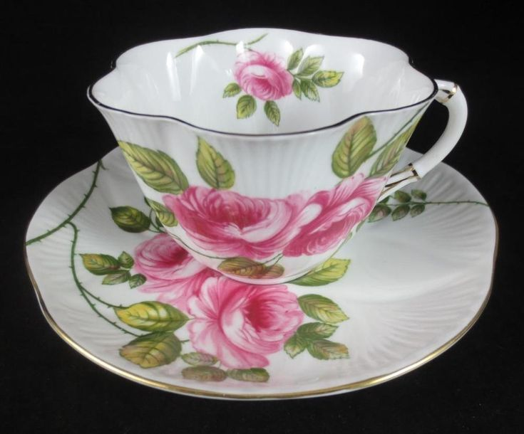 SHELLEY England RAMBLER ROSE #13671 Dainty Shape BONE CHINA TEA CUP & SAUCER