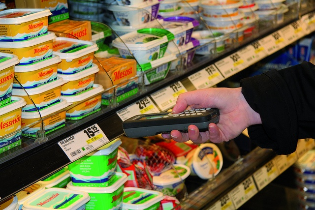 Nordic ID Morphic mobile computer performing price check or taking stock in a convenience store / supermarket.