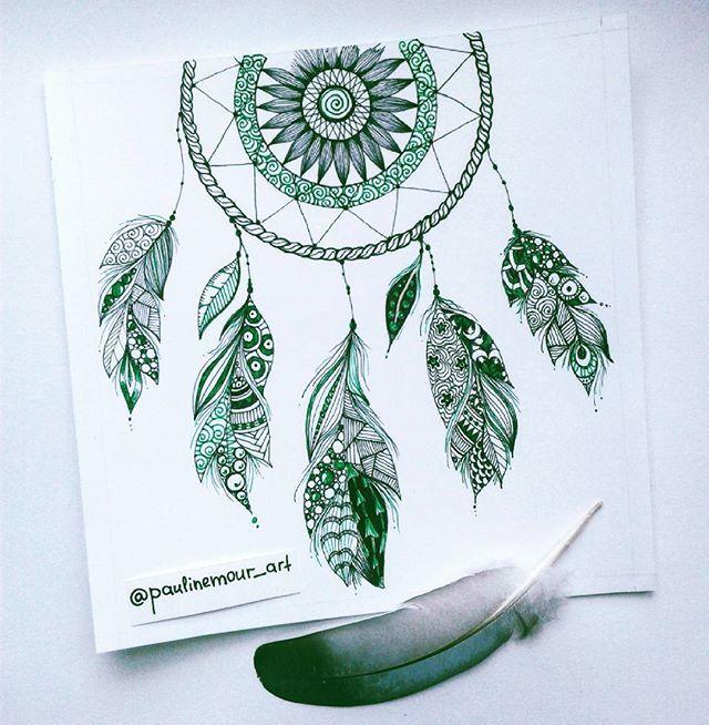 Зелененький #ловецснов закончен по чуть-чуть пробираюсь к Цвету Рисунок небольшой, сделан для рамки размером 15х15 см. В рамке покажу позже #зенарт #перья #перышки #арттерапия #медитативноерисование #zenart #dreamcather #feathers #green #ofartandlife #art_4share #arts_help #artgalaxies #zia