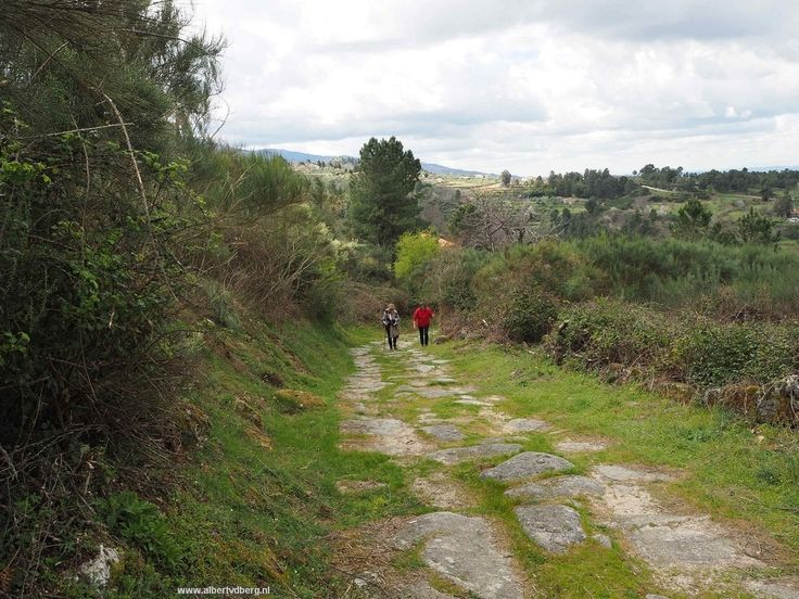 Een Romijns pad wat stevig en lang was naar boven. Meer dan de moeite waard om daar te lopen en te bedenken hoe de Romeinen dit aangelegd en gebruikt hebben. Ondertussen klaarde het weer nog meer o