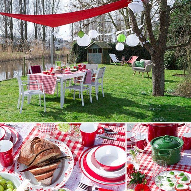 Tuintrends 2015: Toscaans Familiefeest. Haal het maximale uit de zomer en laat je inspireren door het Italiaanse buitenleven. Organiseer bij mooi weer een familiefeest in Toscaanse sfeer. Door de traditionele kleuren rood, wit en groen toe te passen