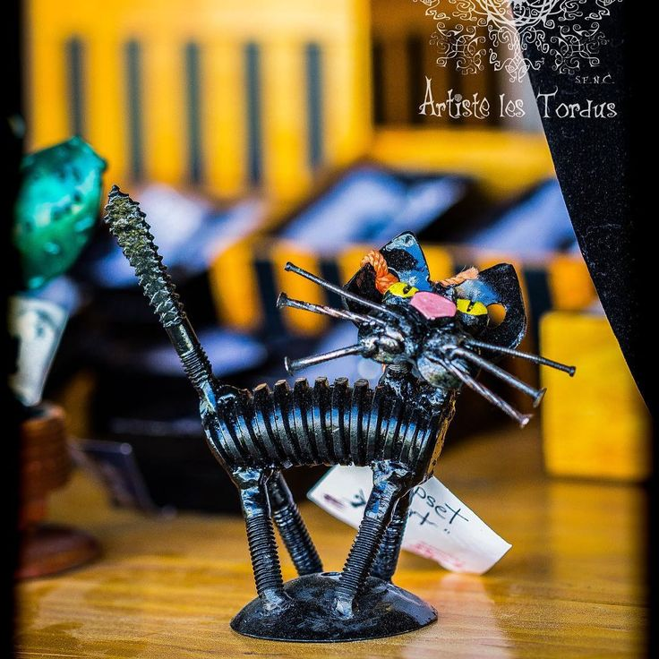 #artiste_les_tordus  Black cat ! cat weld with recycled metal parts #recycledArt #recycledMetalParts #scrapmetalArt #ScrapArt #Catslover #KittyCat #blackcat