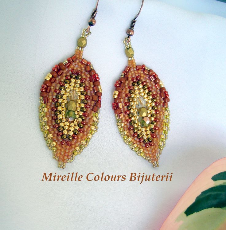 Leaf earrings made ​​with Toho beads and  FirePolish, part metal clad with copper. Technique used: Peyote and Herringbone.