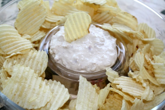 Clam Dip:1 8 oz. block of cream cheese 1 can minced clams & the clam juice 1/2 tsp. garlic powder 2 Tbs. Worcestershire Sauce